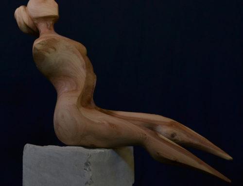 Sagoma di donna seduta